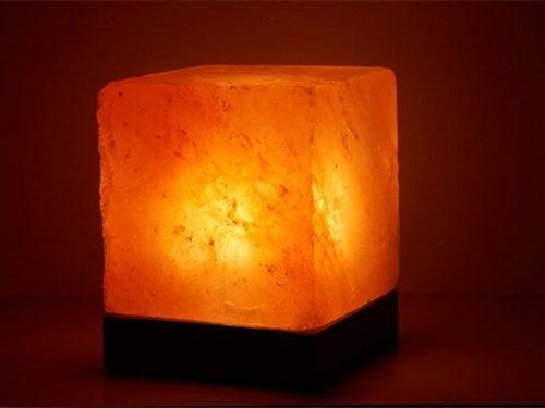 Himalayan Salt Lamp: Cube